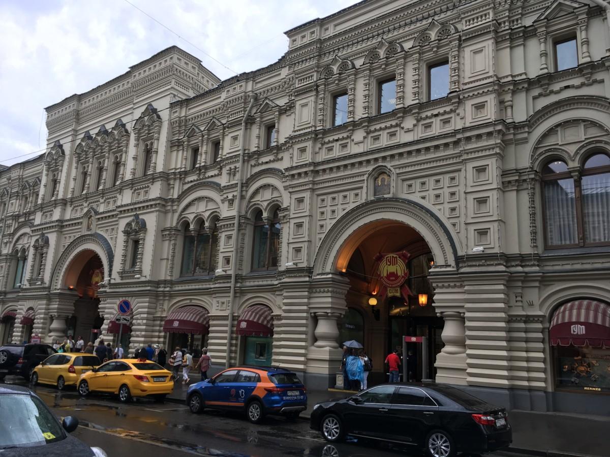 az Egy szakállas férfi és Bélushkái menni Moscow